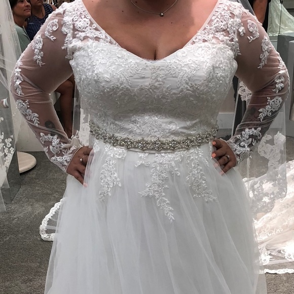Vera Wang Long Sleeved Wedding Dress Nwt